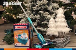 Leifheit Bodenwischer unterm Weihnachtsbaum bei Siebert Baumarkt