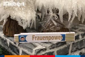 Frauenpower Zollstock unter dem Weihnachtsbaum im Siebert Baumarkt